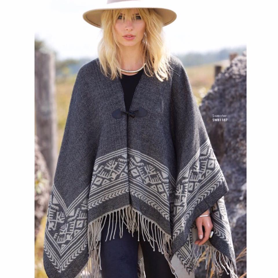 daniella_bella_boutique_poncho